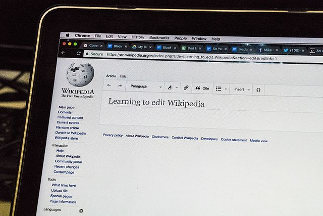 Learning to edit Wikipedia by Jwslubbock